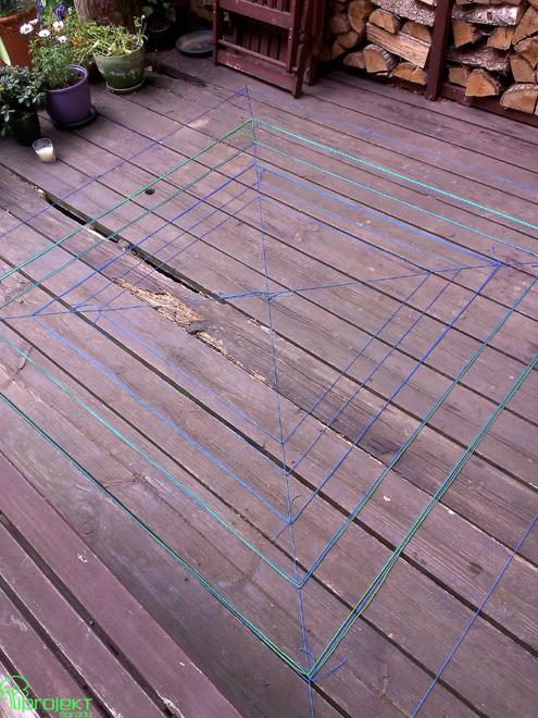 pajęczyna z kolorowych sznurków niebieskozielonych